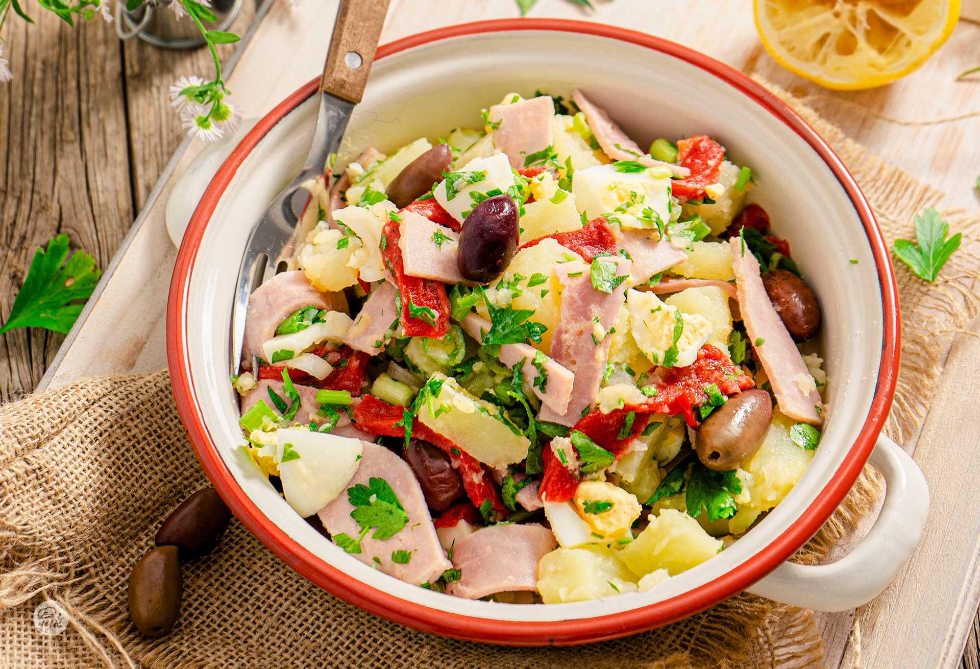 Пикантна картофена салата