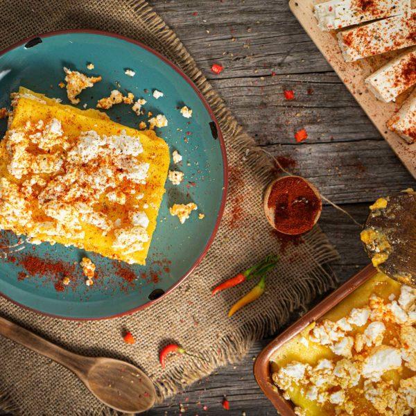 Качамак със сирене отгоре