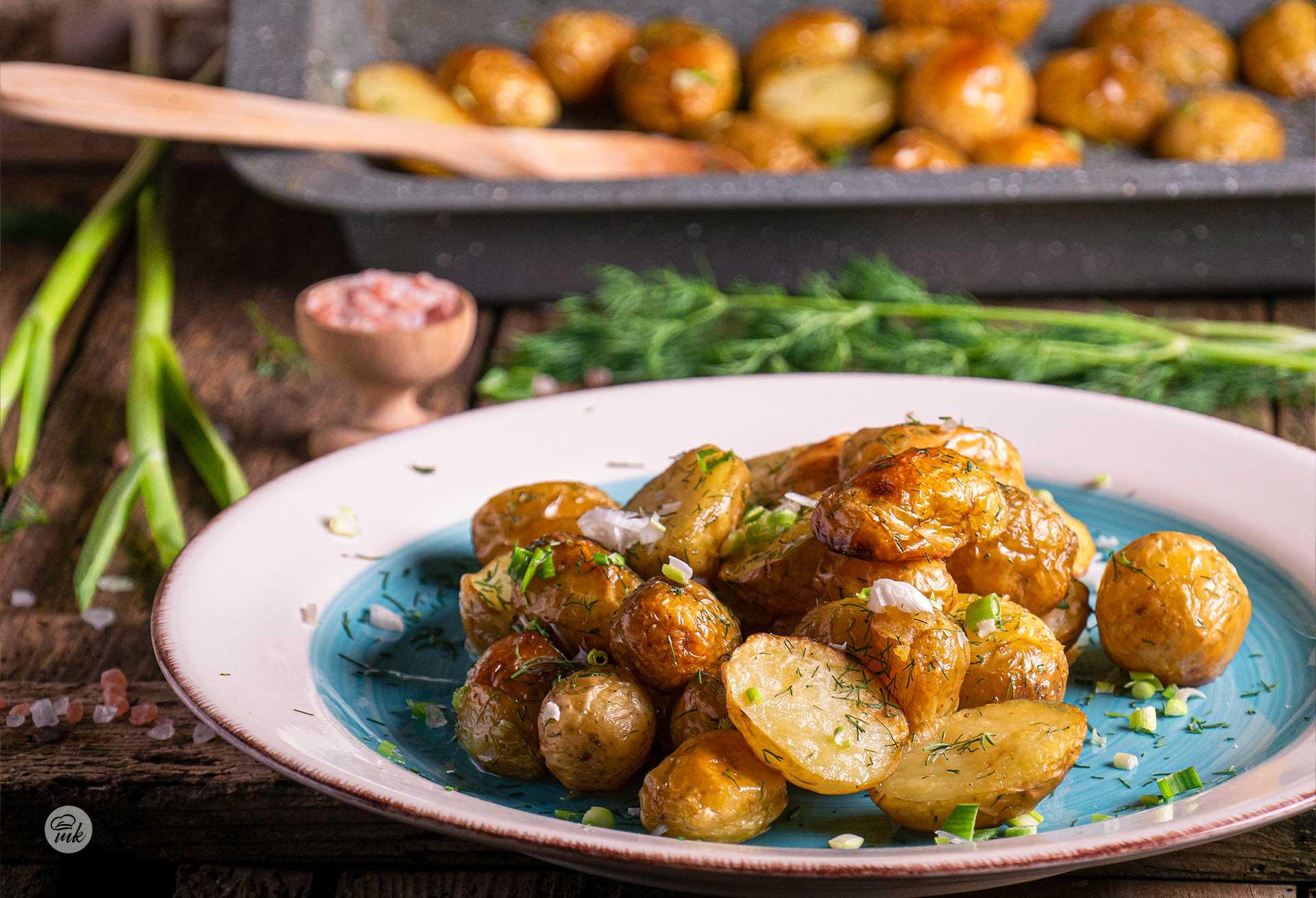 Пресни картофи с копър и чесън