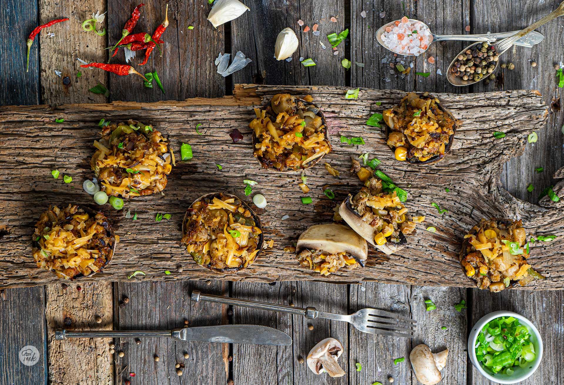 Пълнени печурки с пушена скумрия