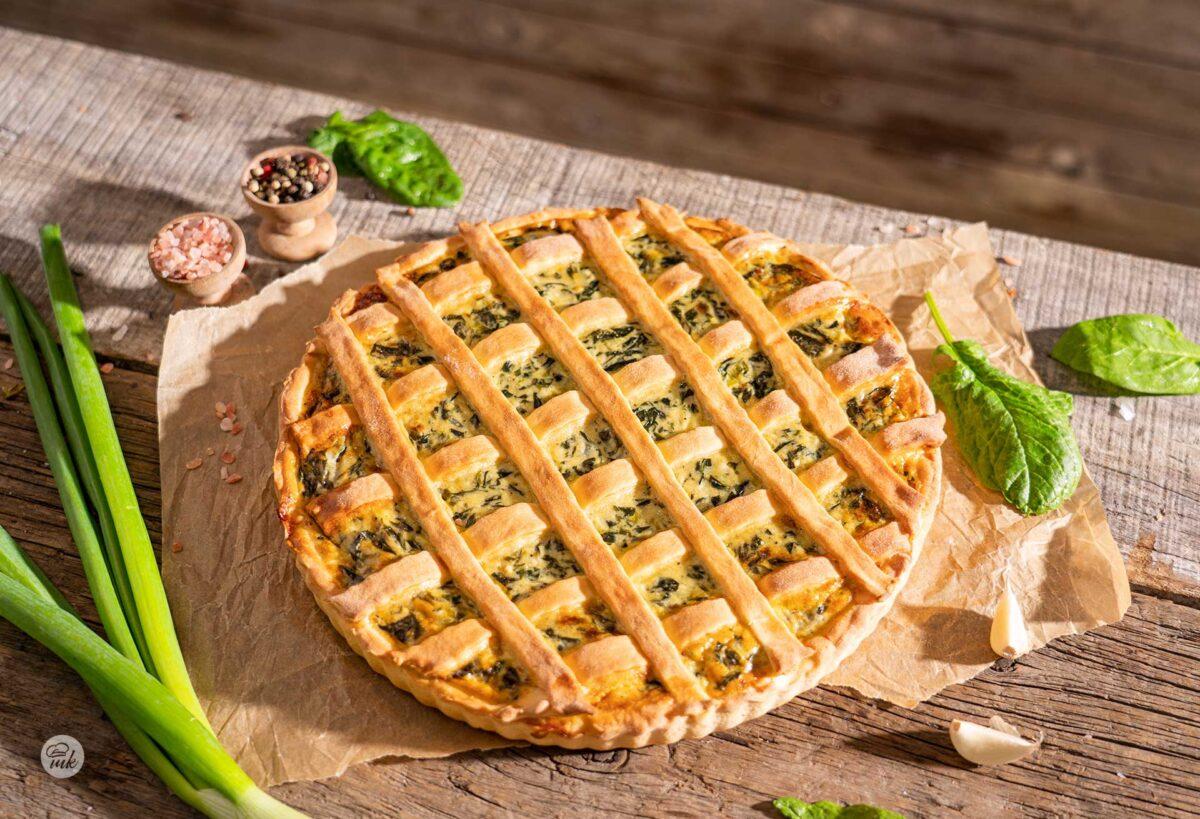 Спаначен пай със синьо сирене и яйца