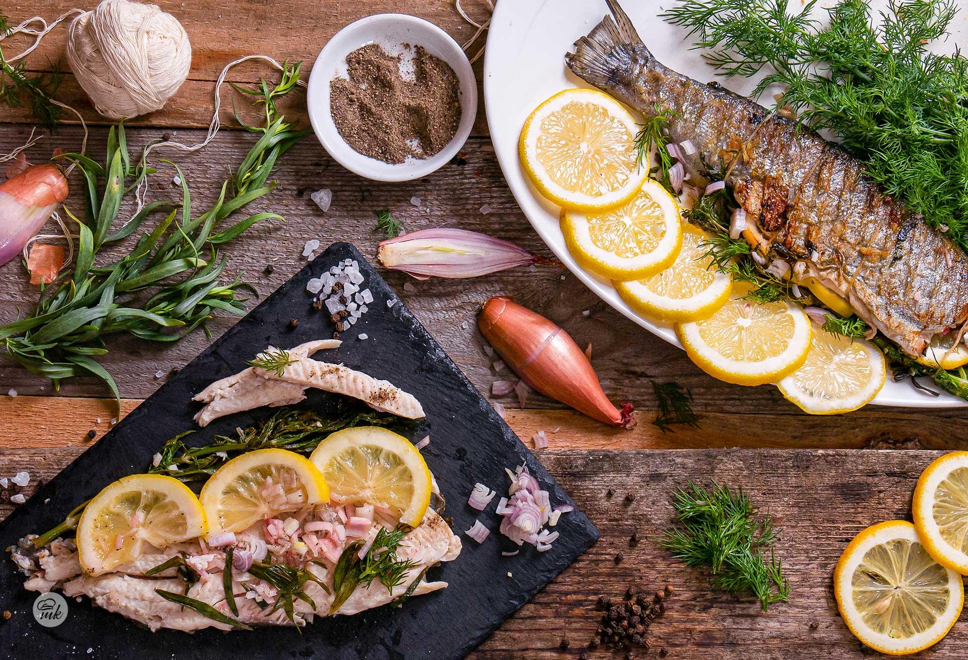 пъстърва на скара с лимон, шалот и билки
