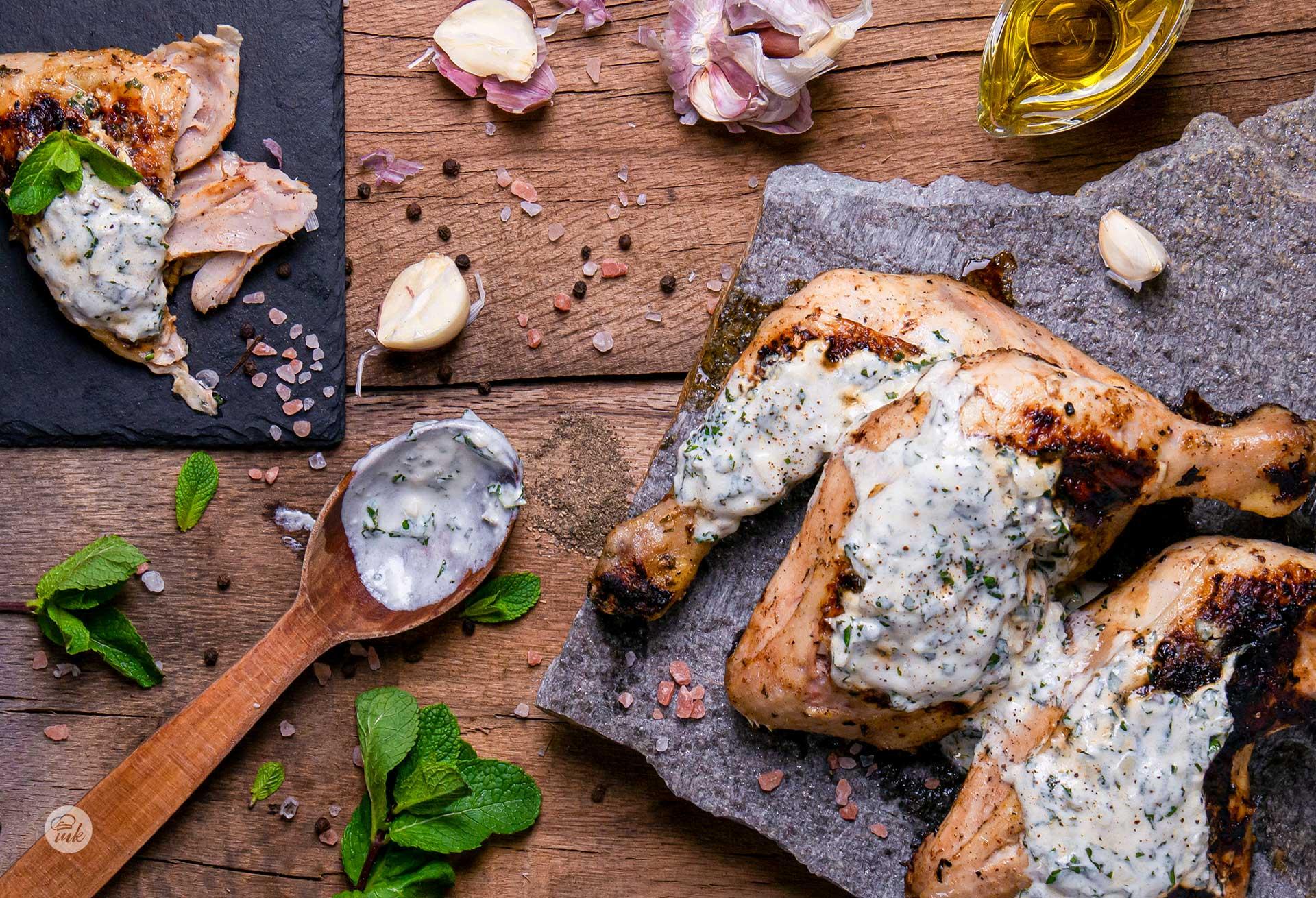 Пиле на скара с марината от кисело мляко и мента