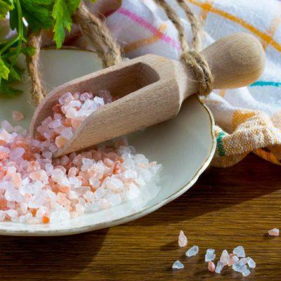 Хималайска сол и дървен дозатор