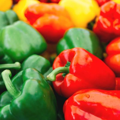 червени и зелени пиперки