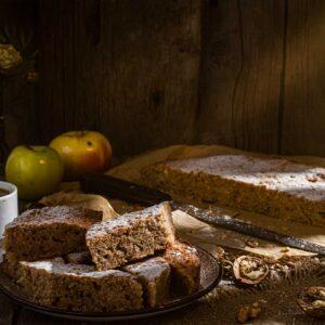 Кекс с ябълки на парчета