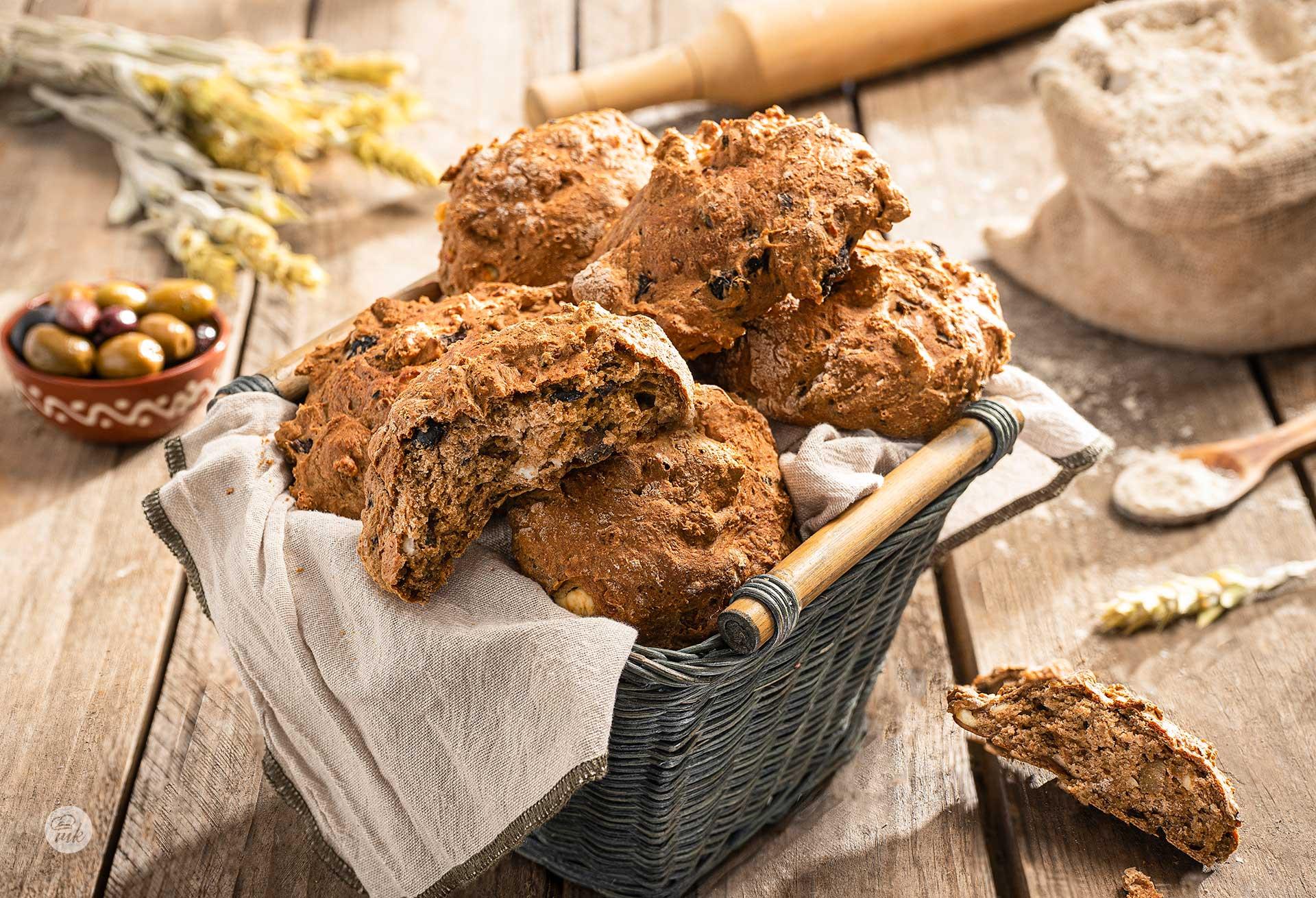 Бързи хлебчета с маслини