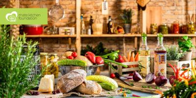 Плодове, зеленчици и уреди в кухнята