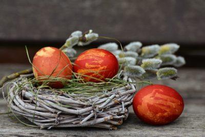 домашно боядисани яйца с подръчни материали