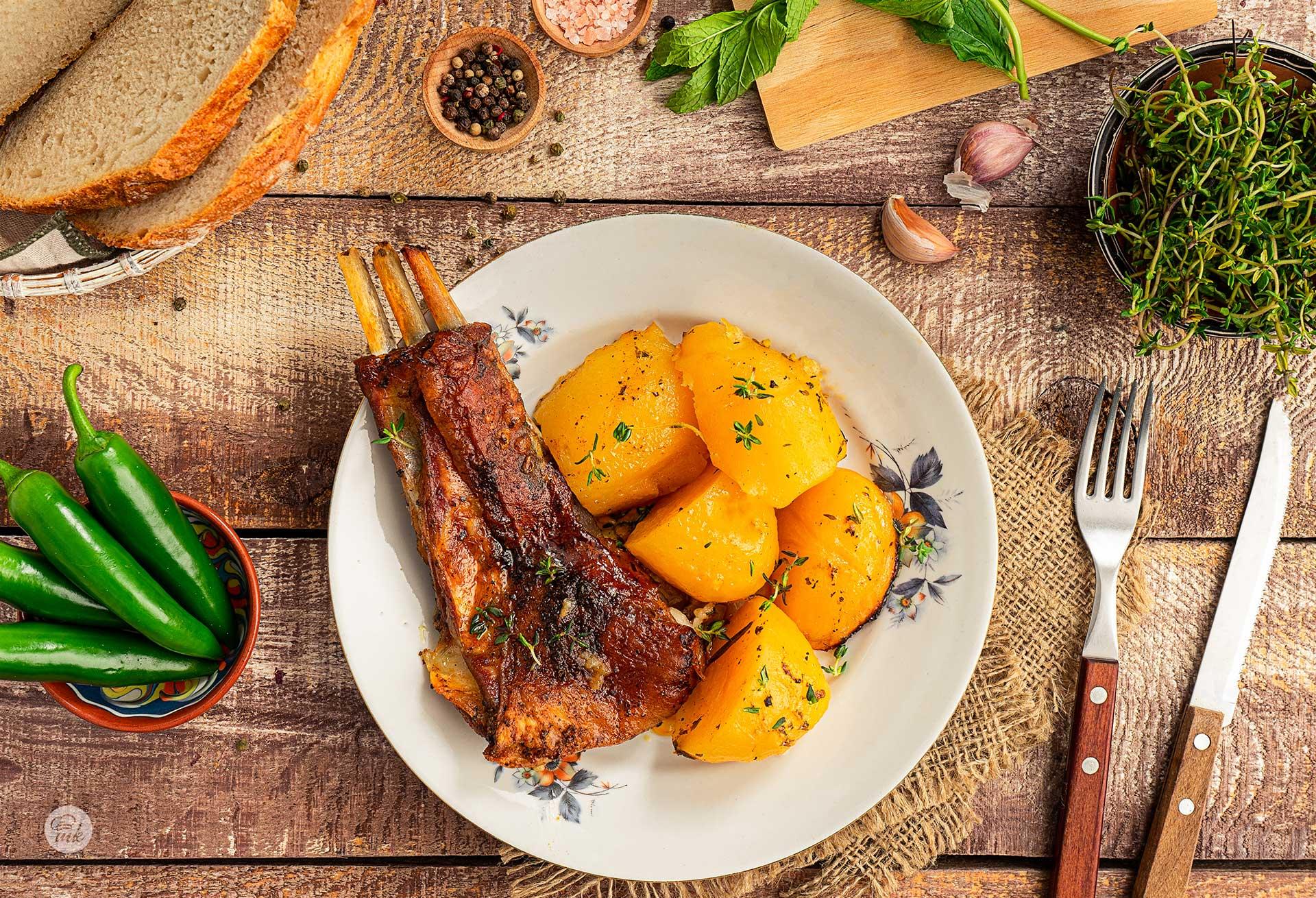 Агнешко с ароматни картофи
