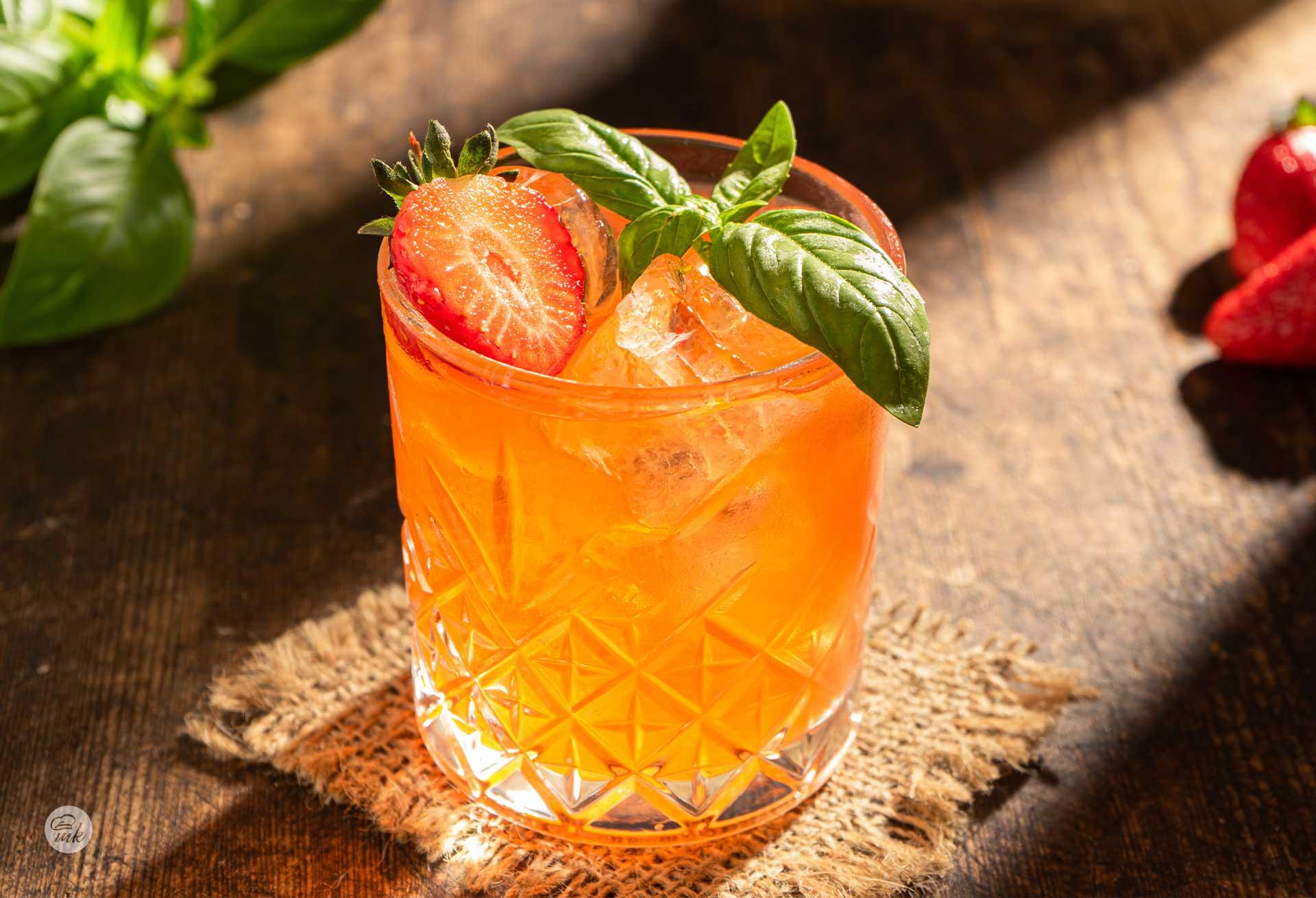 Летен коктейл с джин и босилек (GIN BASIL FIX)