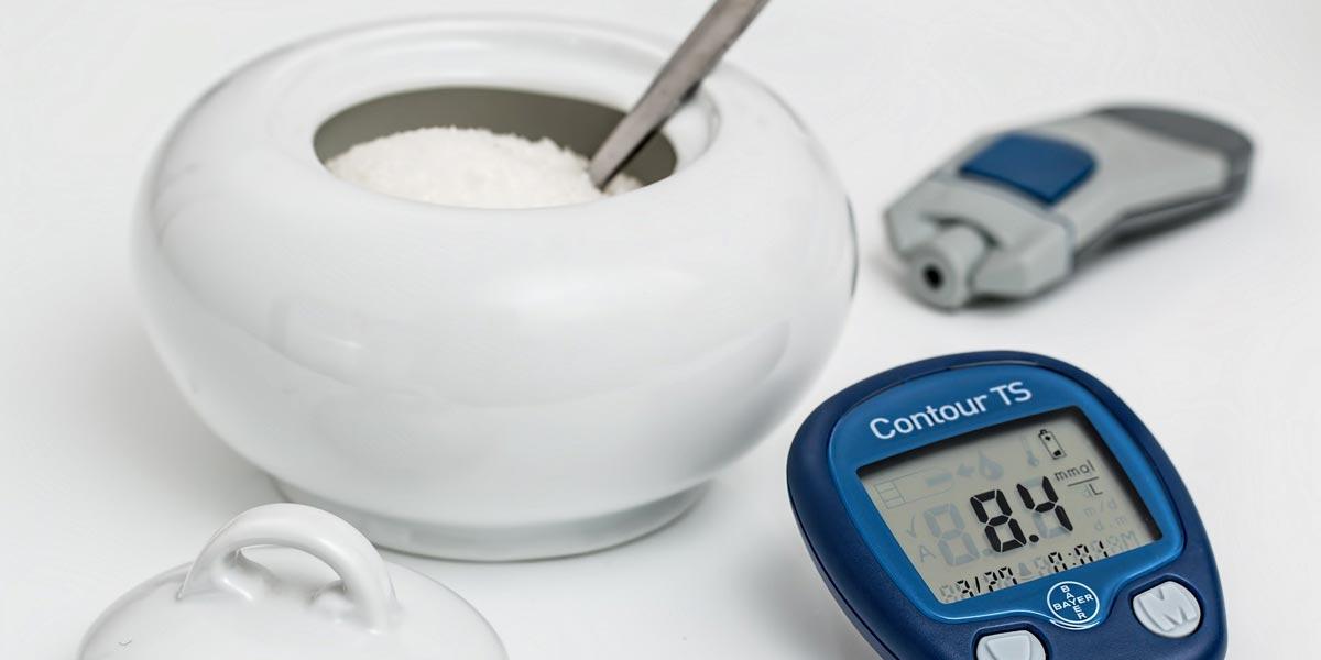 Захарница и глюкомер