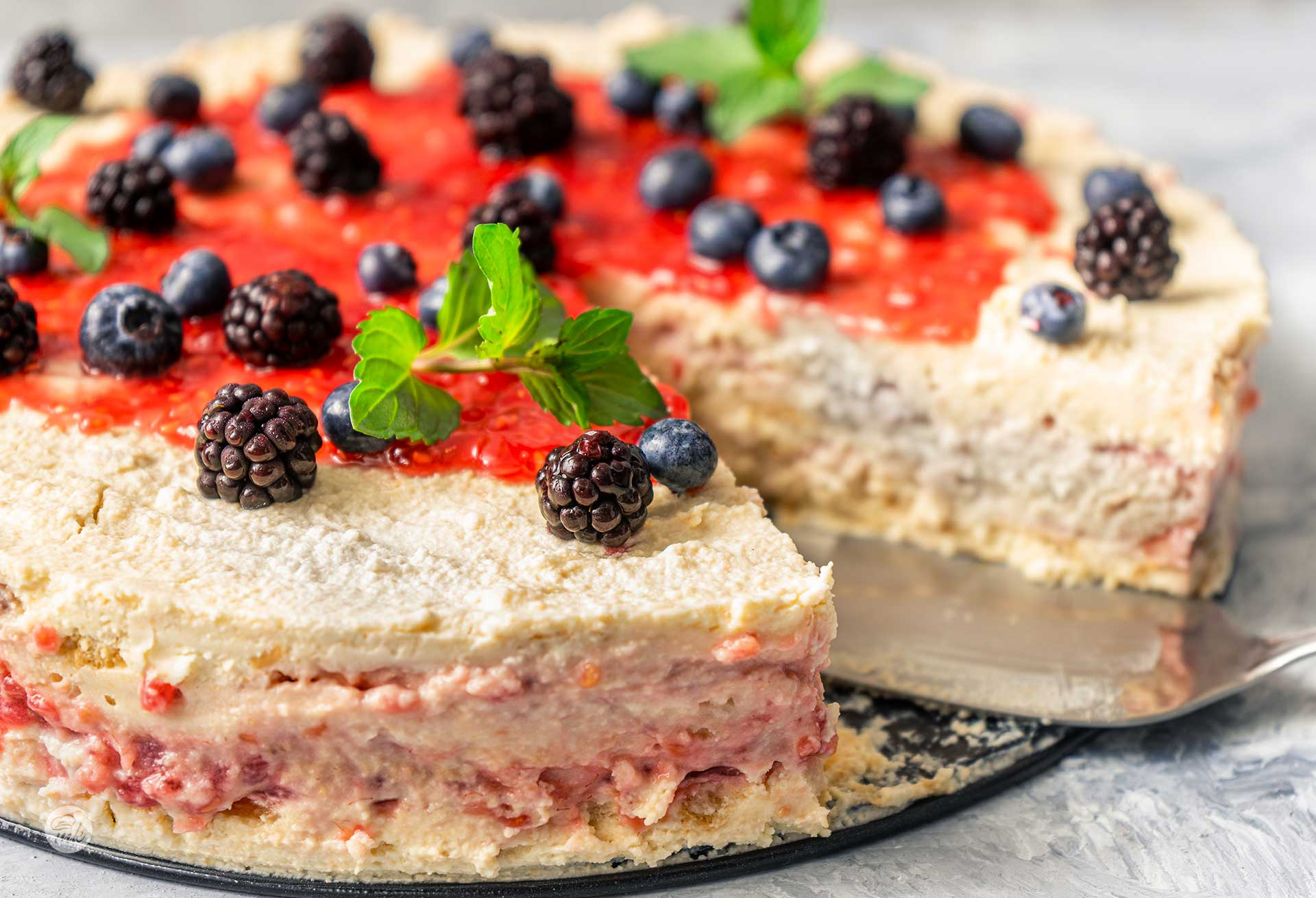biskvitena-torta-s-maskarpone-sladko-malini