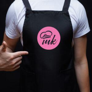 Черна готварска престилка с щампа MK