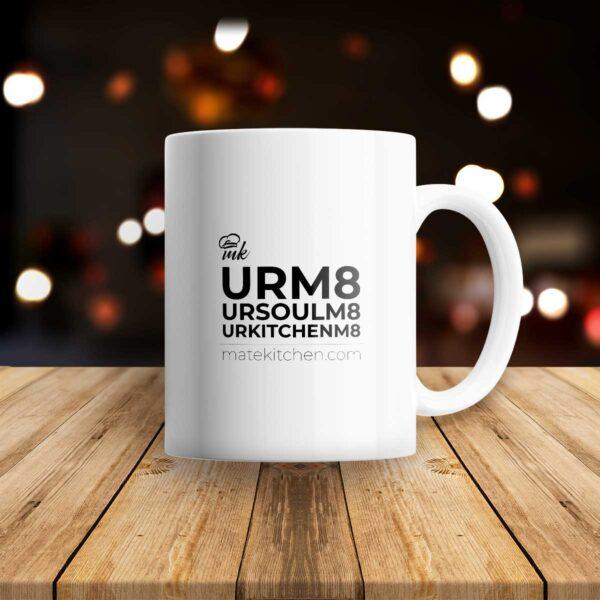 Бяла класическа чаша с черна щампа URM8