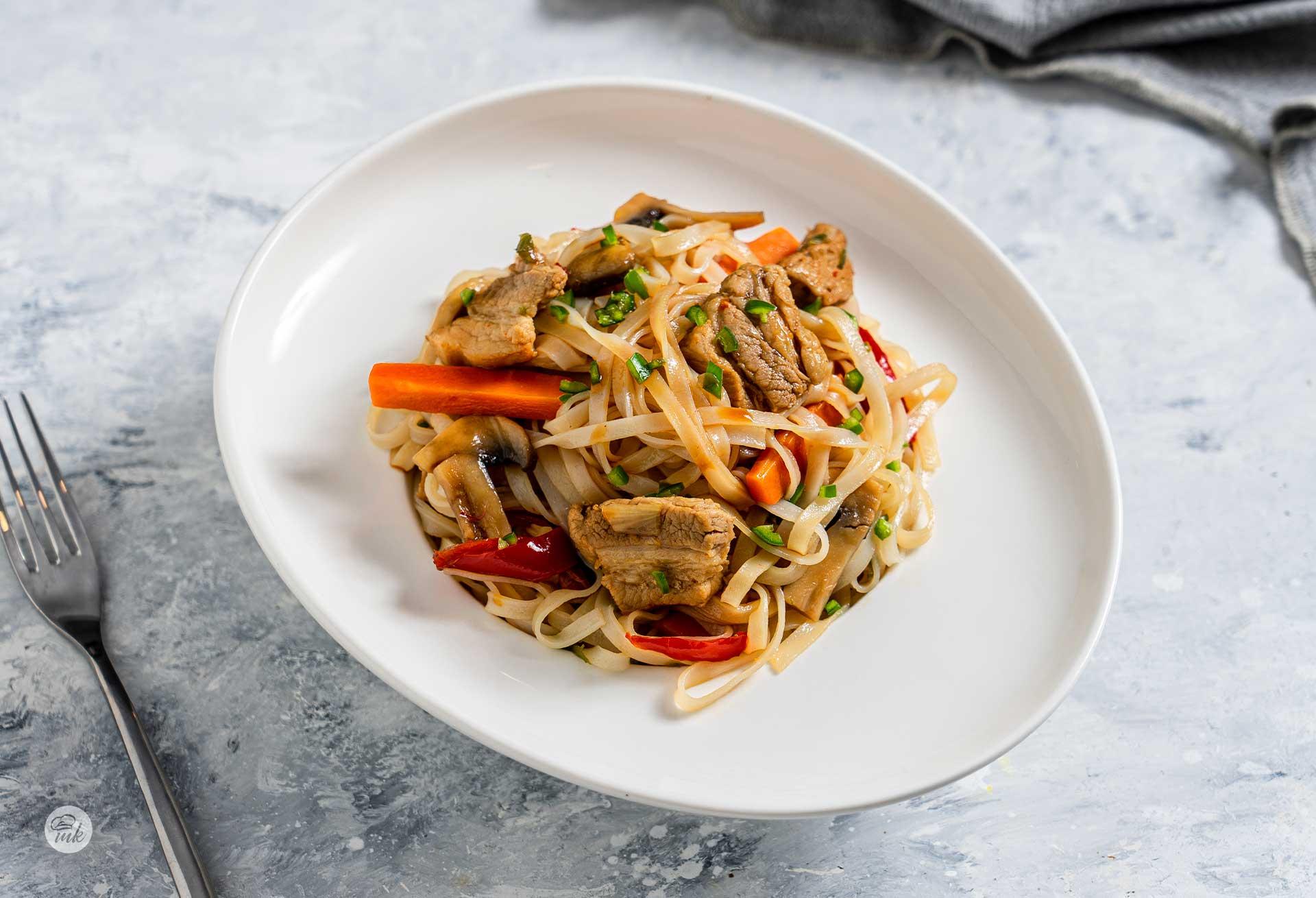 оризови-спагети-със-свинско-и-зеленчуци-02