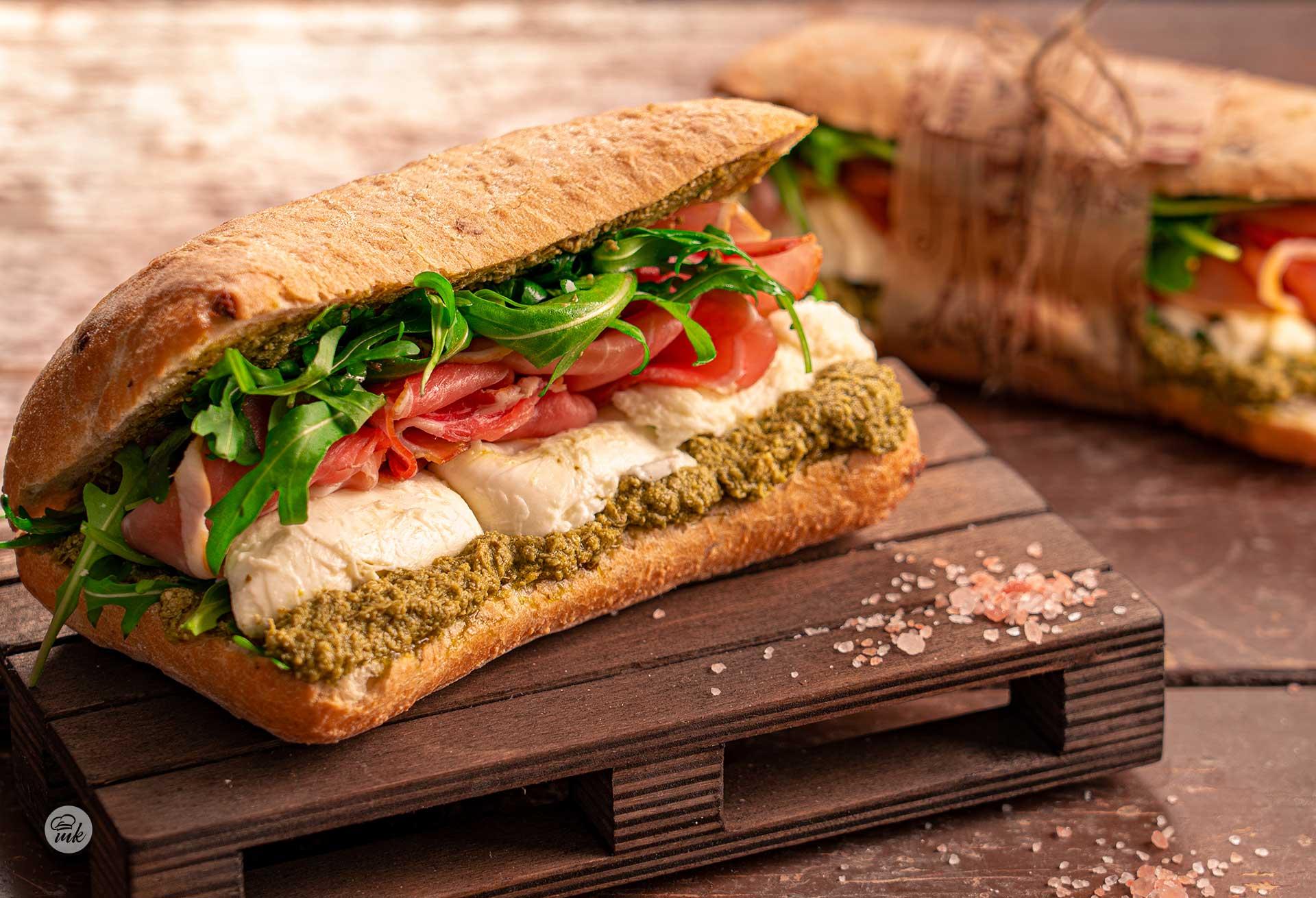 сандвич-прошуто-моцарела