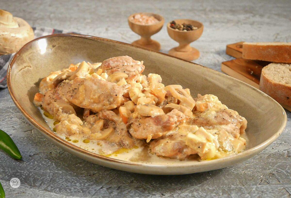 Порция задушено пилешко с кашкавал и топено сирене