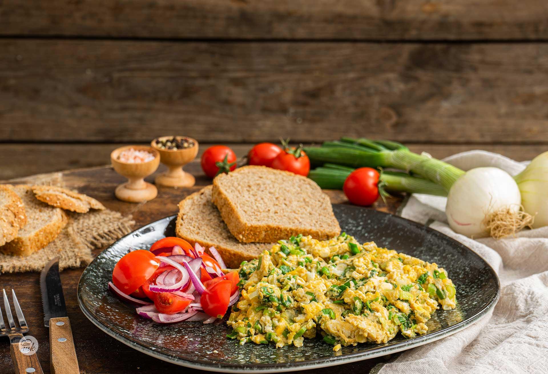бъркани-яйца-със-зелен-лук-02