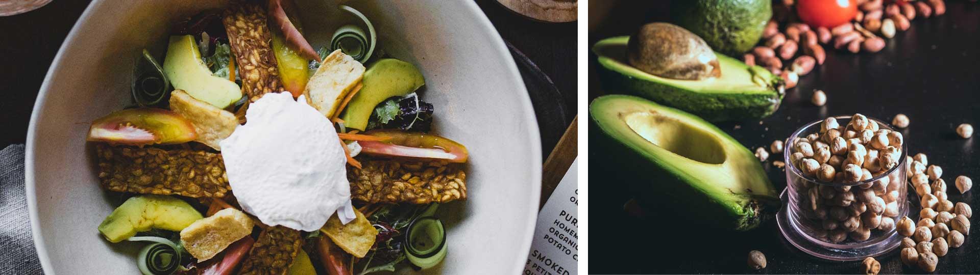 Колаж от две изображения: салата с авокадо и ядки и леблебия в чаша с резени авокадо